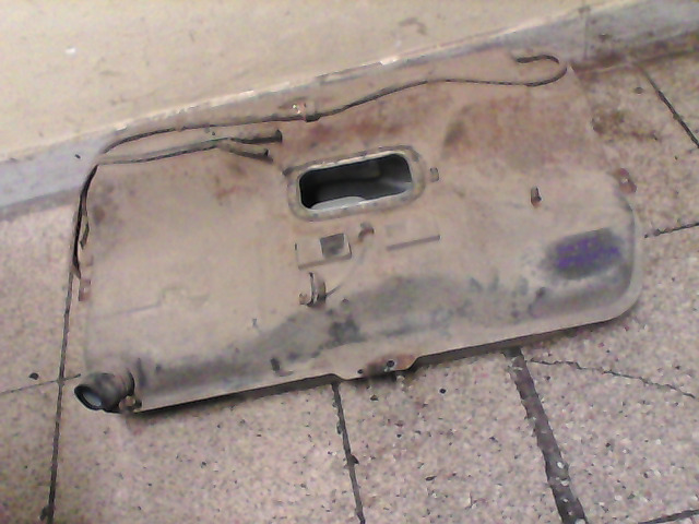 SUZUKI SWIFT 89-96 üzemanyagtank bontott alkatrész