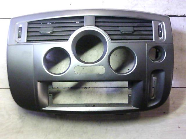 RENAULT SCENIC 03-06 Középkonzol burkolat + légbefúvó rácsok bontott alkatrész