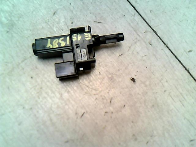 FORD Mondeo 07.04.01-14.12.31 Kuplung pedál kapcsoló bontott alkatrész