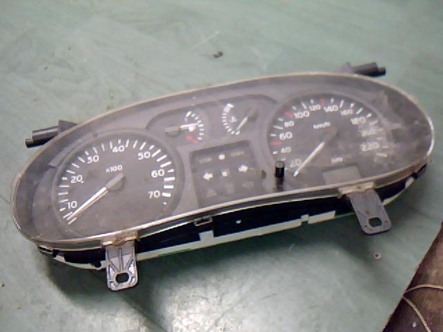 RENAULT CLIO 01-06 Kilométeróra / műszercsoport / óracsoport bontott alkatrész