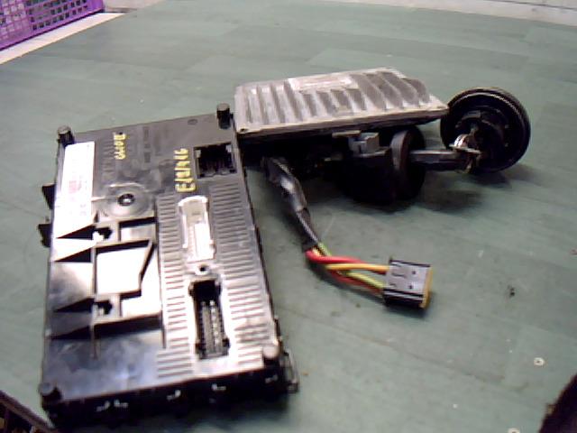 RENAULT CLIO 01-06 Motorvezérlő elektronika + gyújtáskapcsoló kulccsal immógyűrűvel + bsi panel + 1,5dci bontott alkatrész