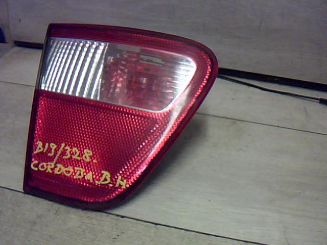 SEAT CORDOBA 99-02 Bal hátsó belső lámpa bontott alkatrész