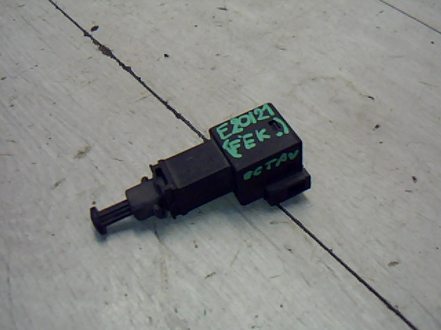 SKODA OCTAVIA 00-04 Féklámpa pedál kapcsoló bontott alkatrész