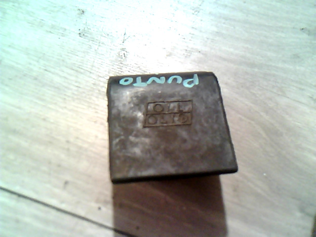 FIAT PUNTO III. Olajbetöltő sapka bontott alkatrész