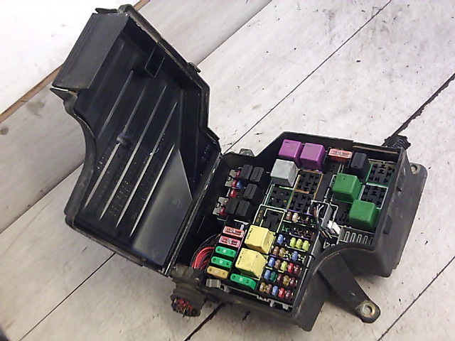 OPEL CORSA C 00-06 Motortéri biztosítéktábla bontott alkatrész