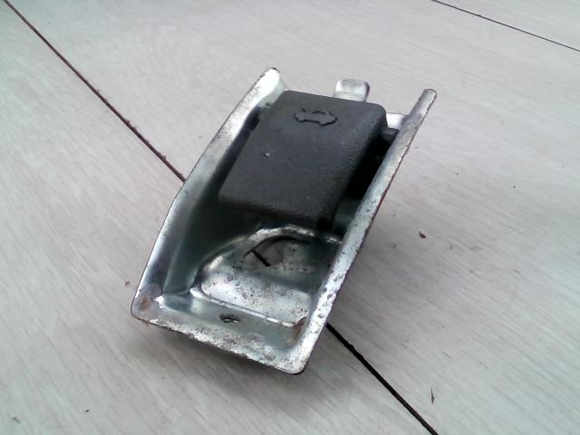 SUZUKI SWIFT 96-05 Motorháztető nyitó kar bontott alkatrész