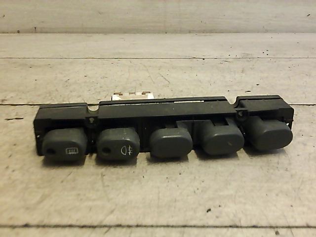 FIAT PUNTO I. Középső kapcsolósor ( ködlámpa ablakfűtés ) bontott alkatrész