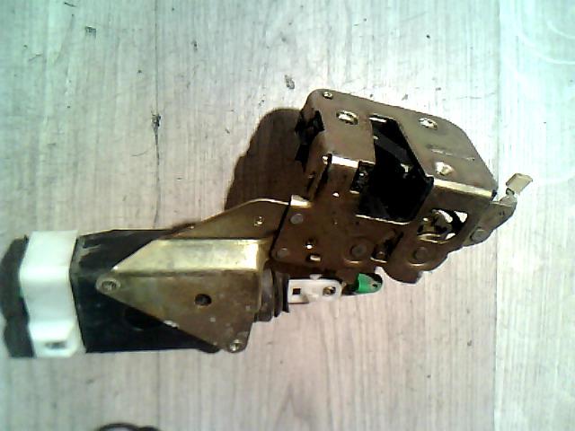 VOLVO S40 Bal hátsó zárszerkezet központizáras bontott alkatrész