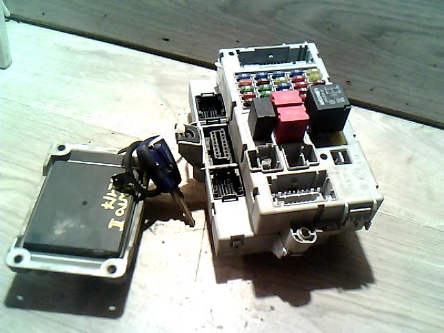 FIAT PUNTO II. Motorvezérlő immos gyújtáskapcsoló nélkül bontott alkatrész