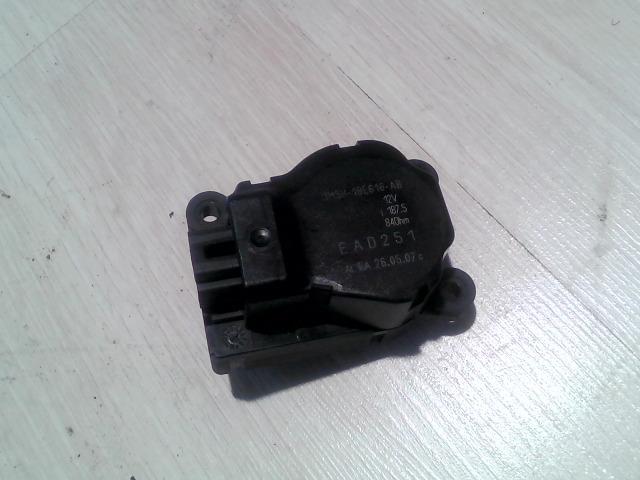 FORD FOCUS 04- Zsalu állító motor bontott alkatrész