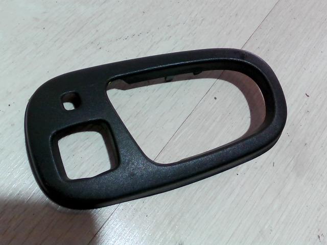 SUZUKI SWIFT 96-05 Bal hátsó belső ajtónyitó keret bontott alkatrész