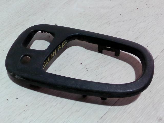 SUZUKI SWIFT 96-05 Jobb első belső ajtónyitó keret bontott alkatrész