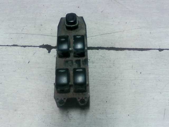 DAEWOO NUBIRA 97-99 Bal első ablakemelő kapcsoló bontott alkatrész