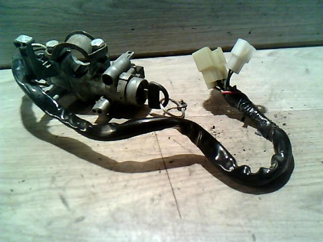 SUZUKI SWIFT 89-96 Gyújtáskapcsoló nem indításgátlós bontott alkatrész