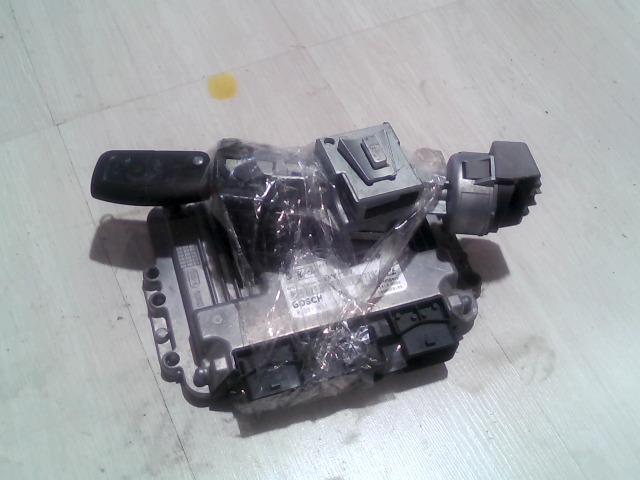FORD FOCUS 04- Motorvezérlő egység+gyújtáskapcsoló+immo+1db kulcs bontott alkatrész