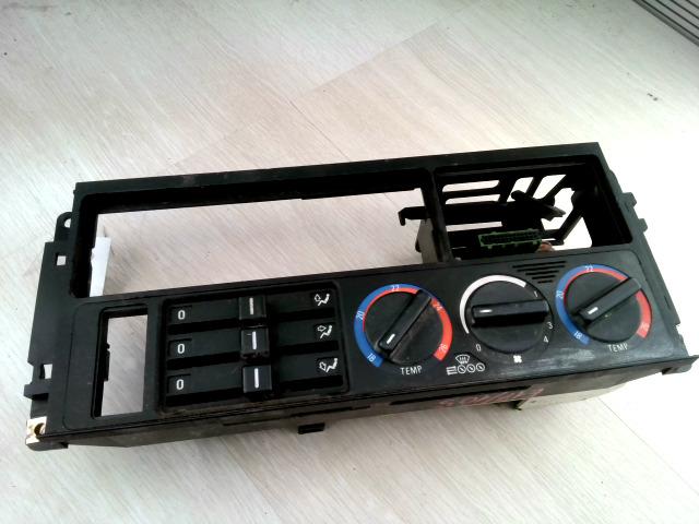 E34 87-96 Bontott Fűtés kapcsoló konzol Alkatrész