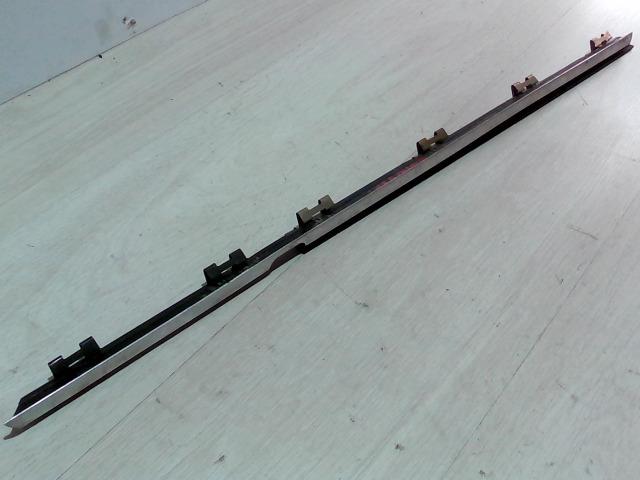 E34 87-96 Bontott Jobb hátsó vízlehúzó gumicsík Alkatrész