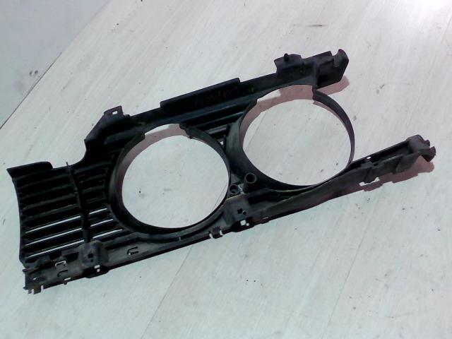E34 87-96 Bontott Jobb fényszóró műanyagkeret Alkatrész