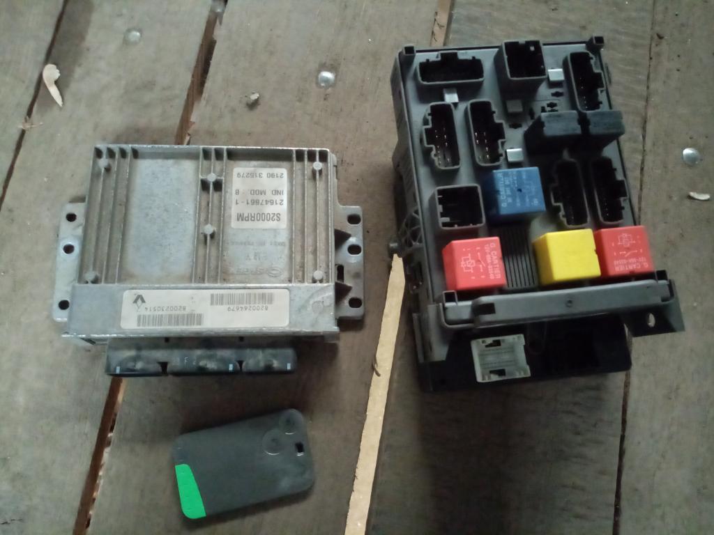 RENAULT LAGUNA 00-05 Utastéri biztosítéktábla+motorvezérlő+kártya bontott alkatrész