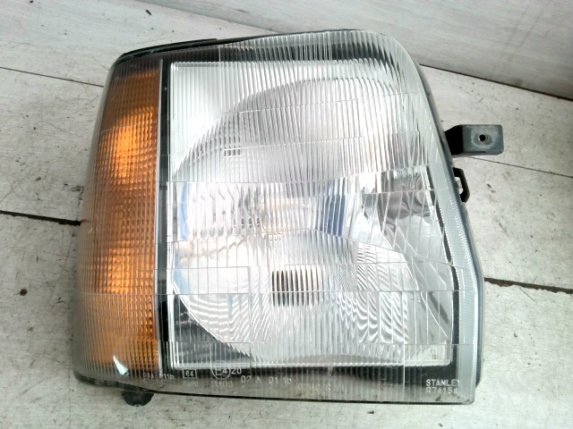SUZUKI WAGON R Jobb fényszóró irányjelzővel bontott alkatrész