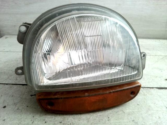 RENAULT TWINGO 93-98 Jobb fényszóró irányjelzővel bontott alkatrész
