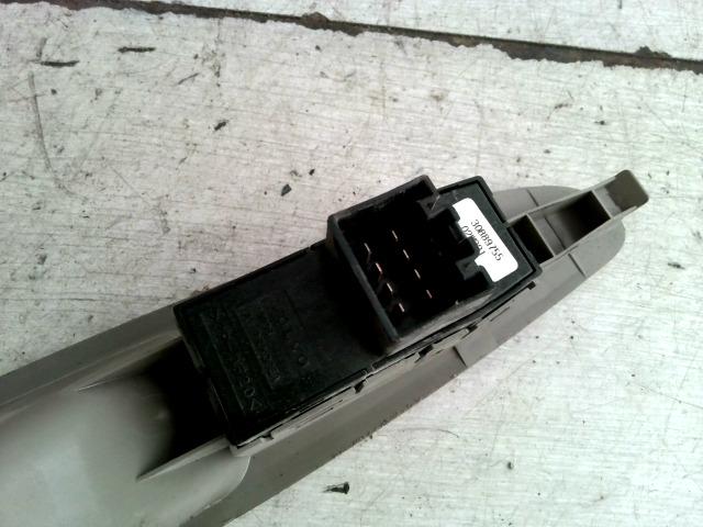 V40 Bontott Jobb első ablakemelő kapcsoló ajtóbehúzóval Alkatrész