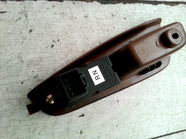NUBIRA 99-03 Bontott Jobb hátsó ablakemelő kapcsoló ajtóbehúzóval Alkatrész