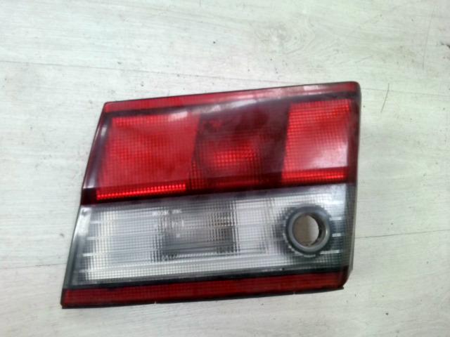 TOYOTA CARINA E 92.04-97.07 Jobb hátsó belső lámpa bontott alkatrész