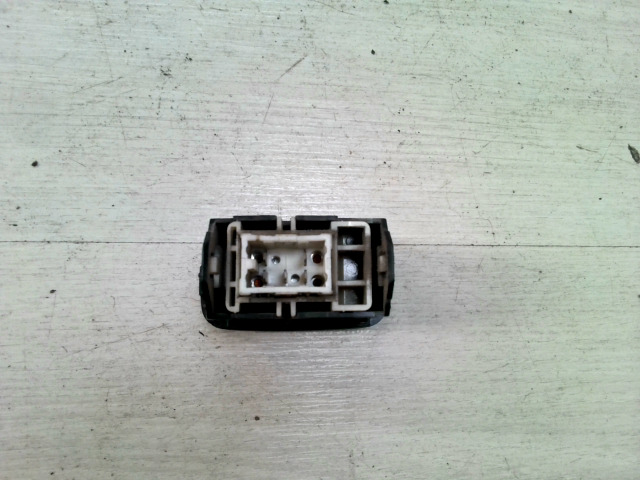 CARINA E 92.04-97.07 Bontott Jobb első ablakemelő kapcsoló Alkatrész