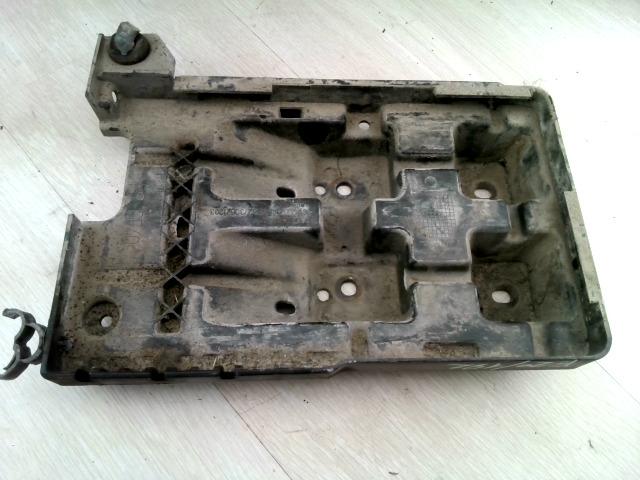 VOLVO V40 Akkumulátor tartó bontott alkatrész