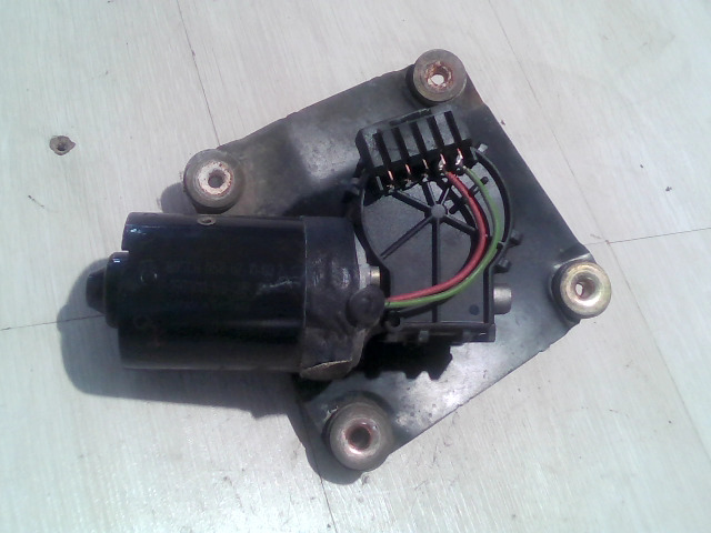 V40 Bontott Ablaktörlő motor első Alkatrész