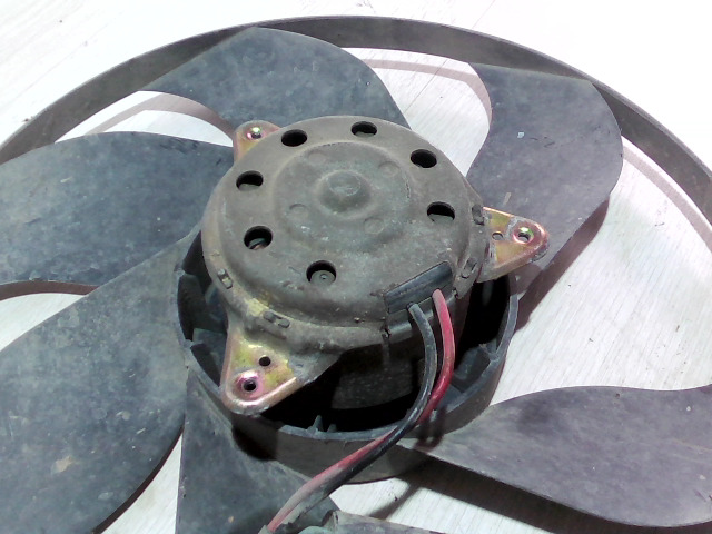 V40 Bontott Hűtőventilátor Alkatrész