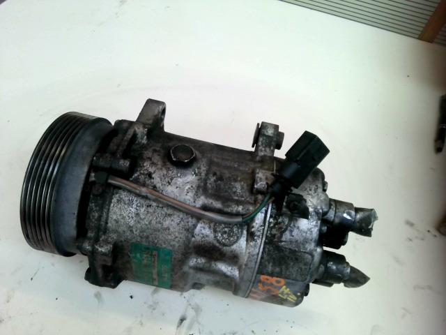 VW GOLF IV. Klímakompresszor bontott alkatrész