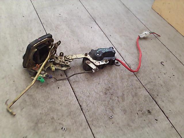 SUZUKI WAGON R Bal hátsó ajtózár  zárszerkezet zár ütközővel bontott alkatrész