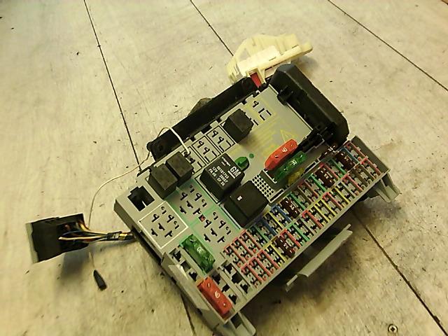 OPEL ASTRA G 97-04 Biztositéktábla utastér bontott alkatrész