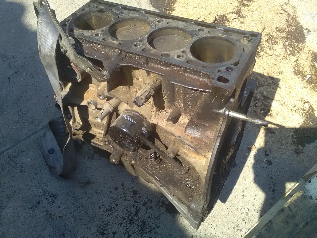 RENAULT LAGUNA 00-05 Motor. benzin fűzött blokk hengerfej nélkül bontott alkatrész