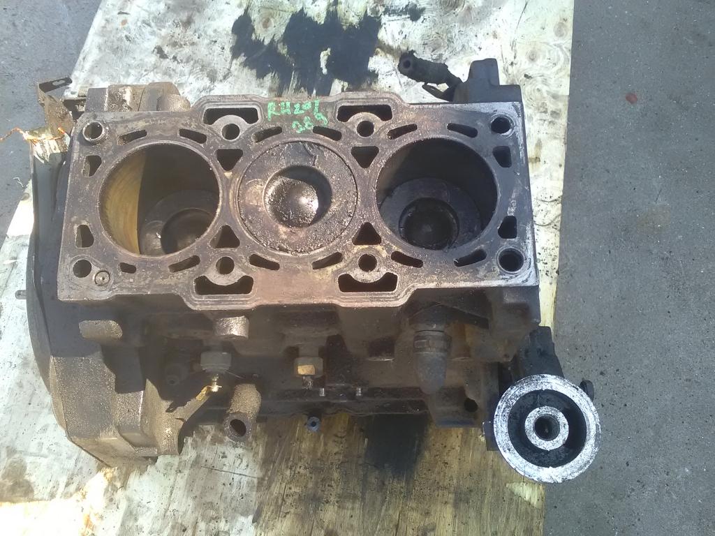 HYUNDAI Accent 00-03 Motor, diesel fűzött blokk hengerfej nélkül bontott alkatrész