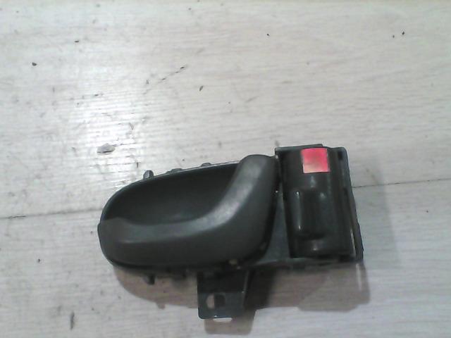 SUZUKI SWIFT 89-96 Jobb hátsó belső kilincs bontott alkatrész