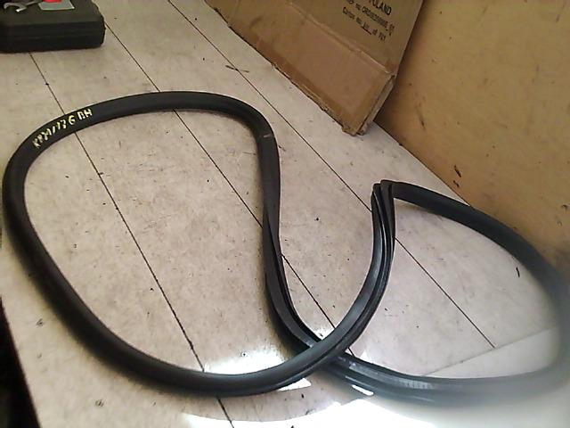 OPEL Astra J/2 2012.09 - Bal hátsó ajtó kéder gumi bontott alkatrész