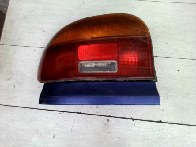 MAZDA 121 90.12.01-96.02.28 Bal hátsó lámpa bontott alkatrész