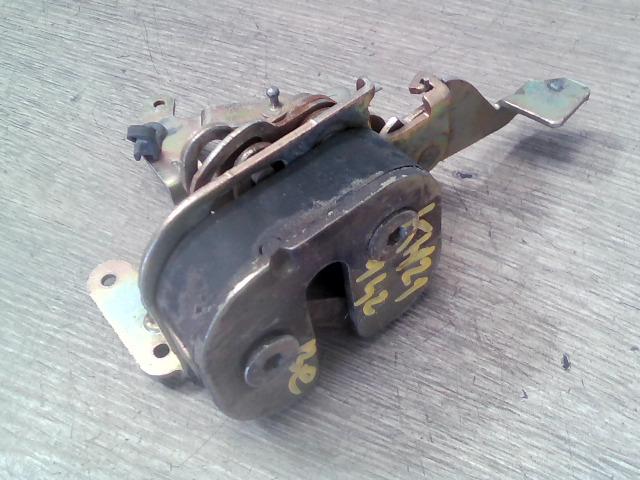 FIAT UNO 89-94 Bal első ajtó zárszerkezet mechanikus bontott alkatrész