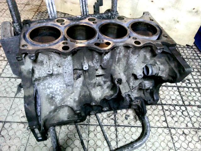SUZUKI IGNIS Motor. benzin fűzött blokk hengerfej nélkül bontott alkatrész