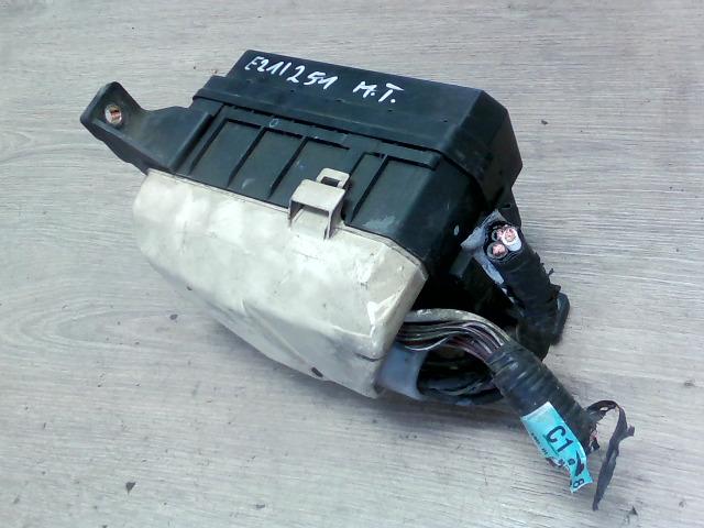 COROLLA 97.05-99.09 Bontott Biztosítéktábla BCM BSI BSM SAM GEM modul Motortér Alkatrész